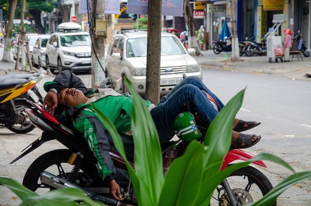 Vietnamský řidič společnosti Grab.