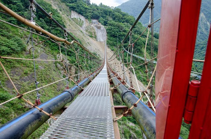 """Procházka po """"ne zas tak skvělém"""" houpacím mostě cestou od Taijchungu."""