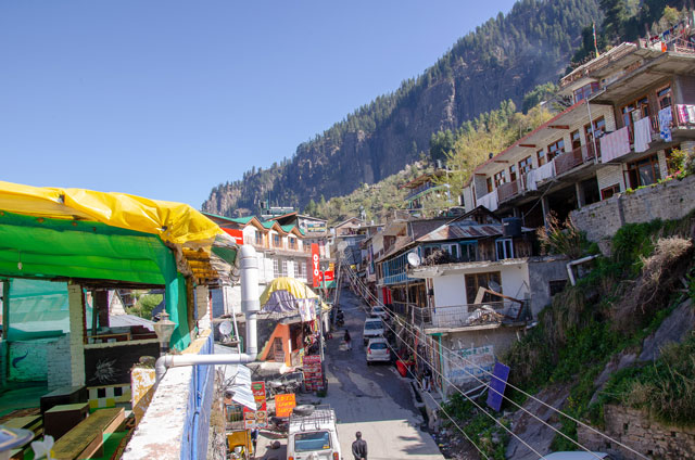 You can see little houses and the nature around at Vashisht on the mountain.